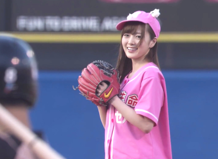 白石麻衣-プロ野球始球式-ヤクルト×日本ハム-20150526