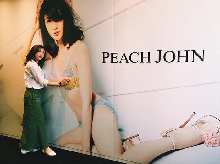 紗栄子-PEACH-JOHNの巨大ポスター