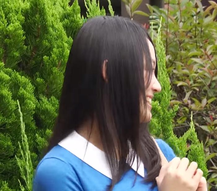 吉本実憂-横顔美人