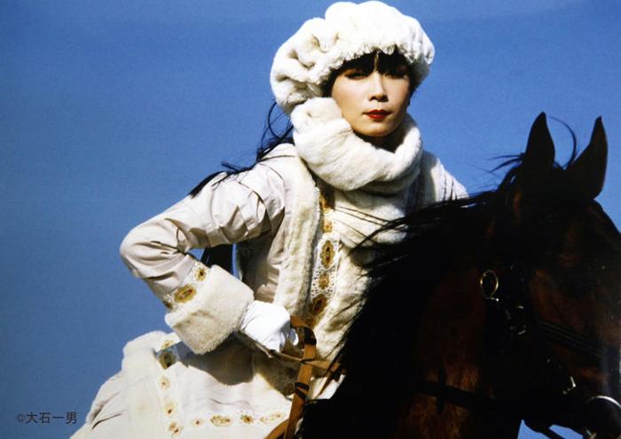 氷の花火-山口小夜子-乗馬