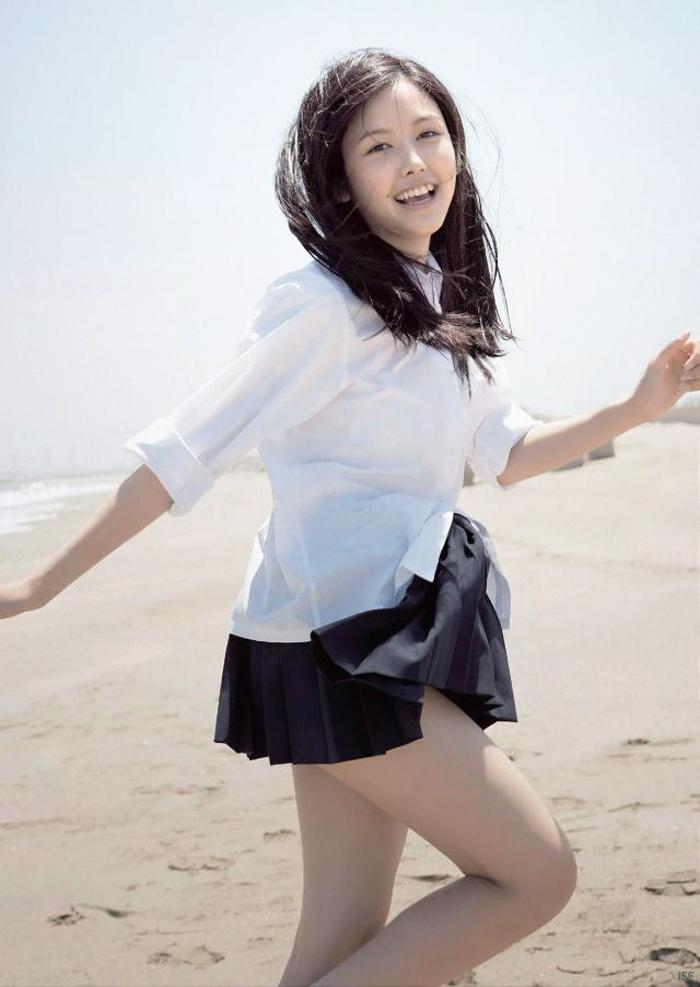 山田沙梨奈-制服-砂浜