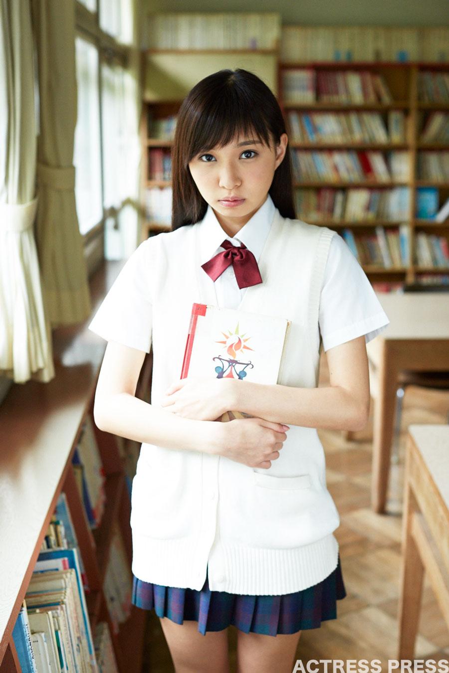 川井優沙-優美な彼女-図書館