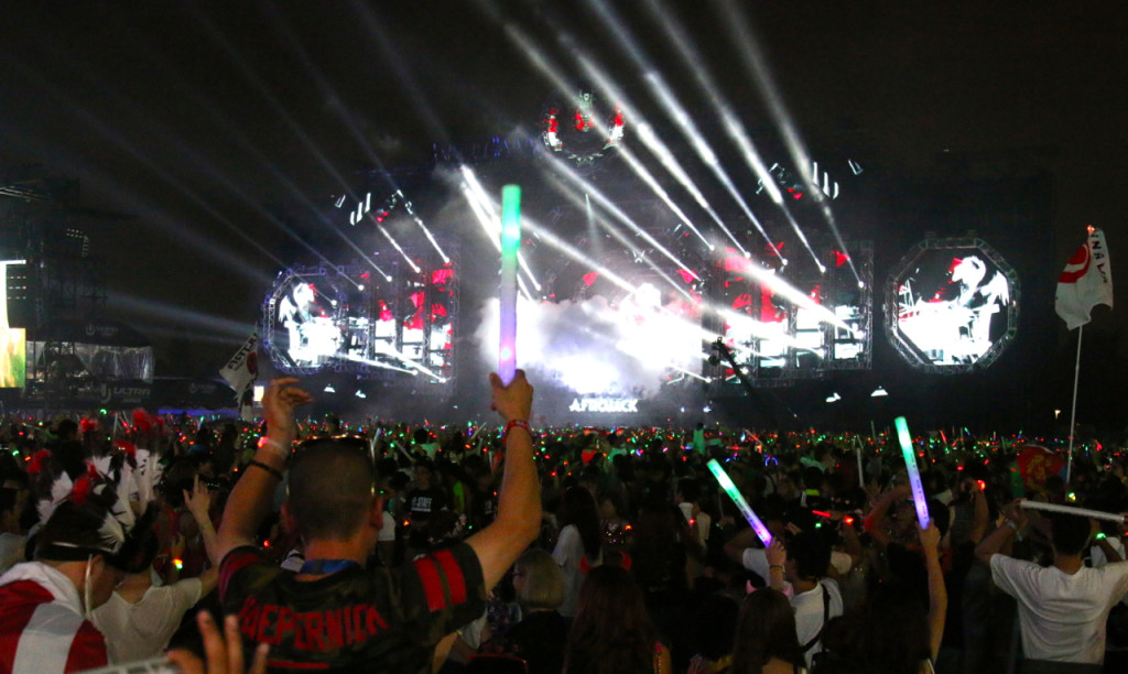 ULTRA JAPAN 2015-stage-night-light