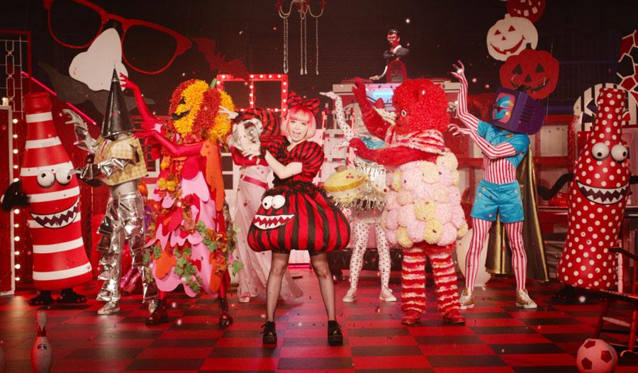 きゃりーぱみゅぱみゅ-コカ・コーラ-ハロウィンキャンペーン2015