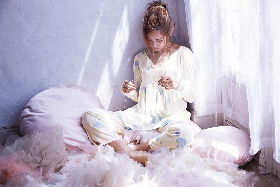 紗栄子-PEACH-JOHN-フラワープリントローブ&パジャマ