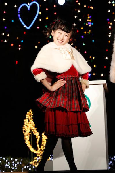 本田望結-決めポーズ-クリスマスイルミネーション点灯式