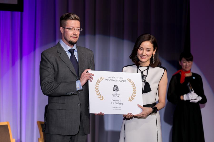 吉田羊-ベストドレッサー賞ウールマーク賞2015