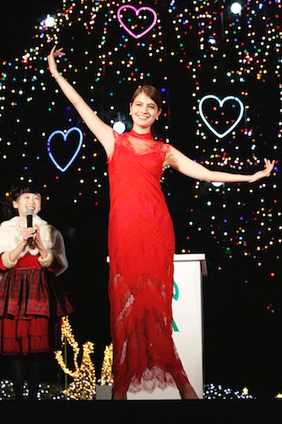 マギー-本田望結-中山競馬場クリスマスイルミネーション点灯式2015