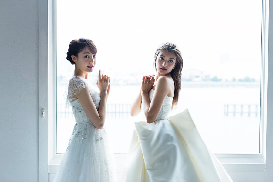 ローラ-トリンドル玲奈-ウェディングドレス2ショット