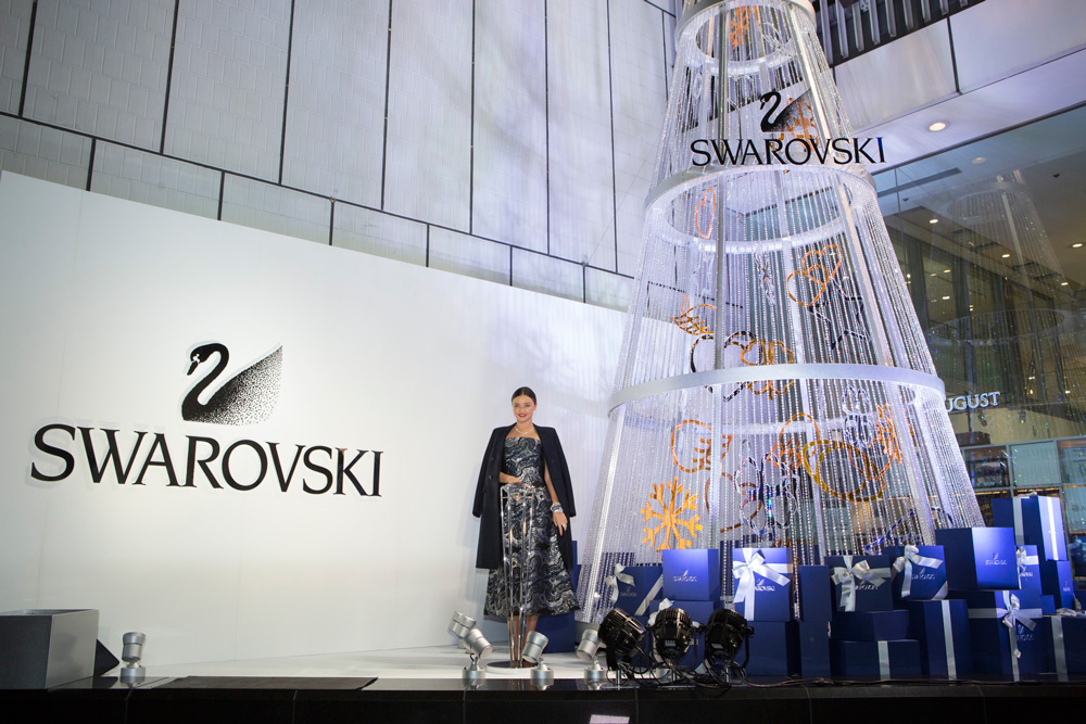Miranda-Kerr-SWAROVSKI-Christmas-Tree-in-Japan