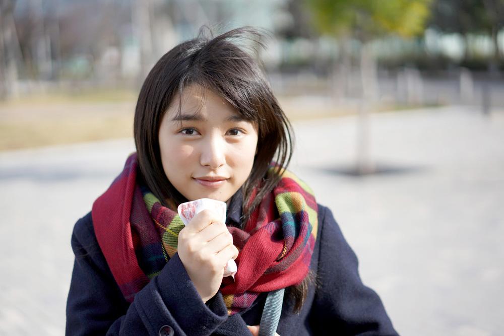 桜井日奈子-マフラー-白猫プロジェクトCM