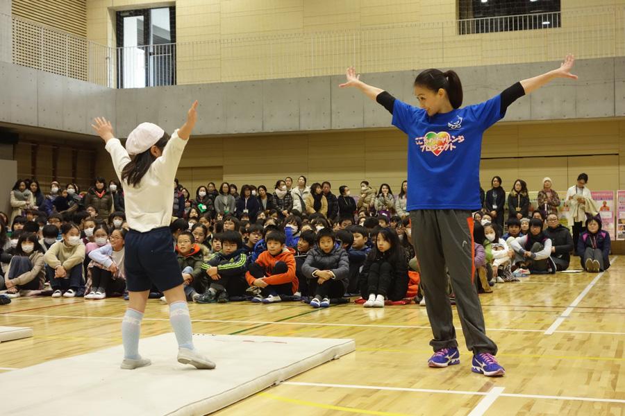 田中理恵-こころのチャレンジプロジェクト マット運動