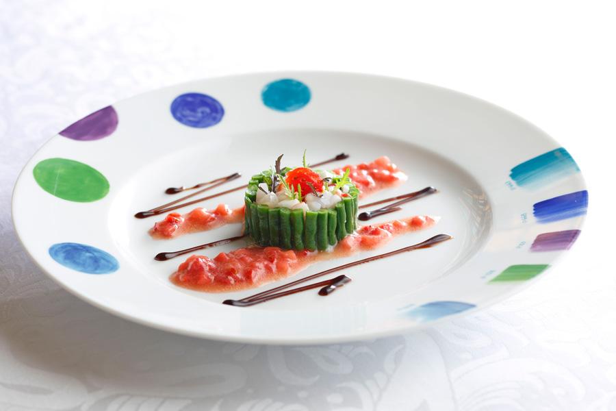 インゲンで巻いたスカンピ海老と帆立貝のタルタル 濃姫のドレッシング バルサミコソース