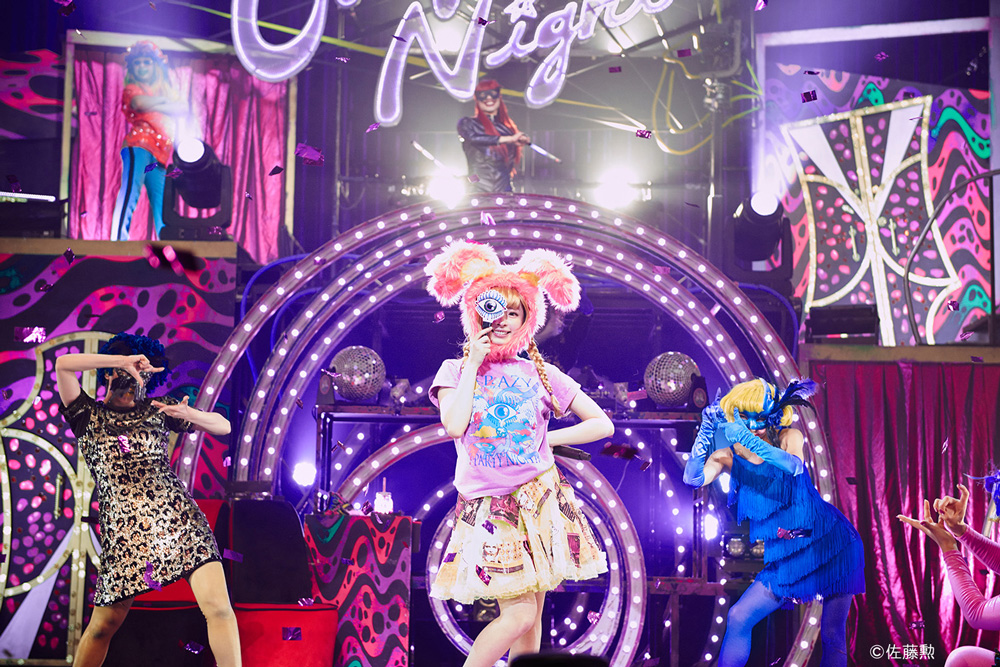 きゃりーぱみゅぱみゅ-JAPAN-HALL-TOUR-Crazy-Party-Night-2015