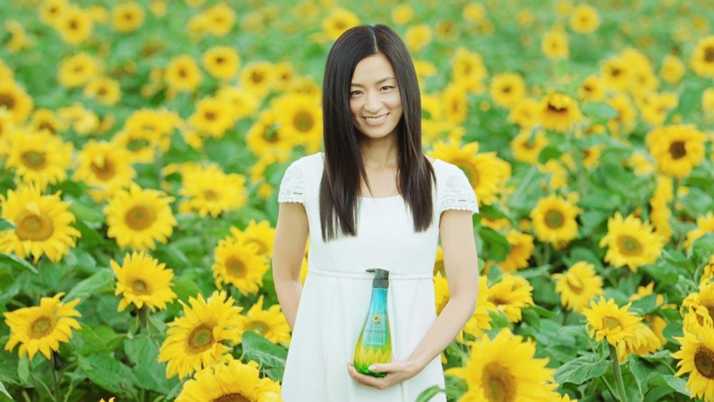 尾野真千子-ひまわり畑