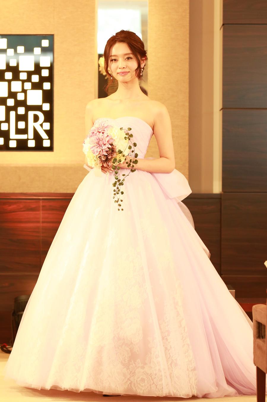 heureux de Misato Kowakiの新作ドレス
