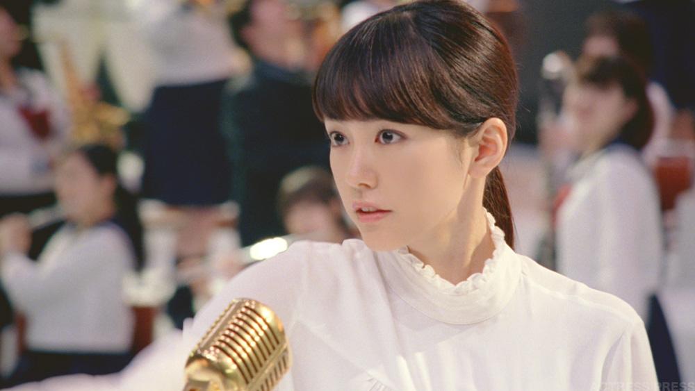 桐谷美玲-Y!mobileCM-マイク