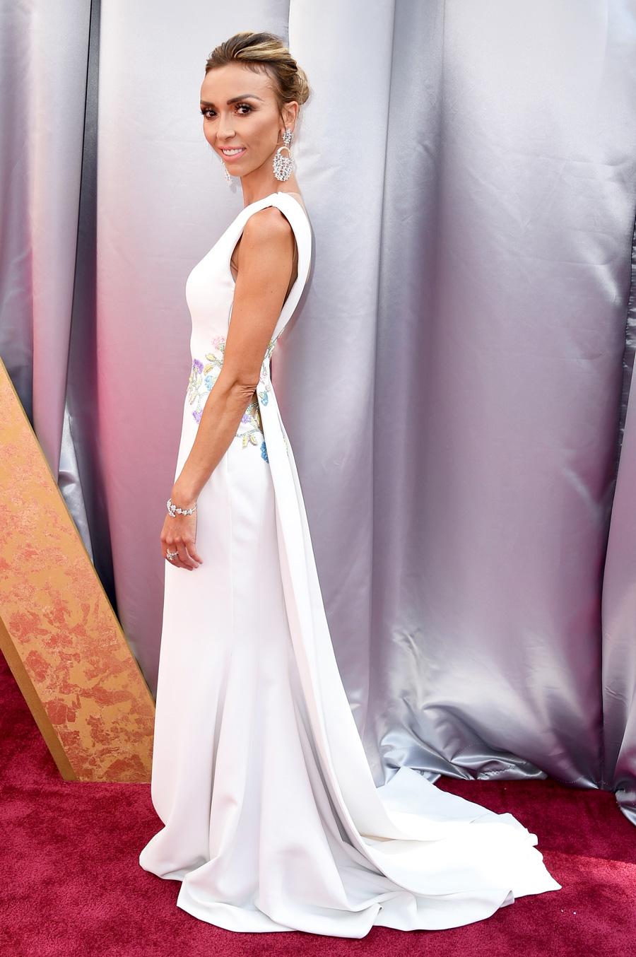 Giuliana-Rancic(ジュリアナ・ランシック)アカデミー賞中継特番『E!』ホスト-2016