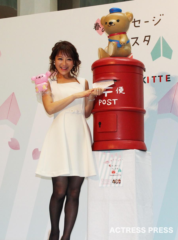 鈴木奈々・ポストに手紙投函・春のメッセージフェスタ in THANKS KITTE