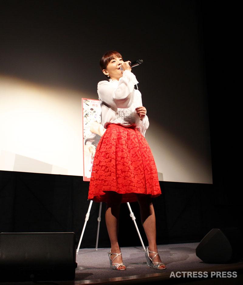 華原朋美・映画『更年奇的な彼女』・「君がそばで」熱唱・2016年3月29日