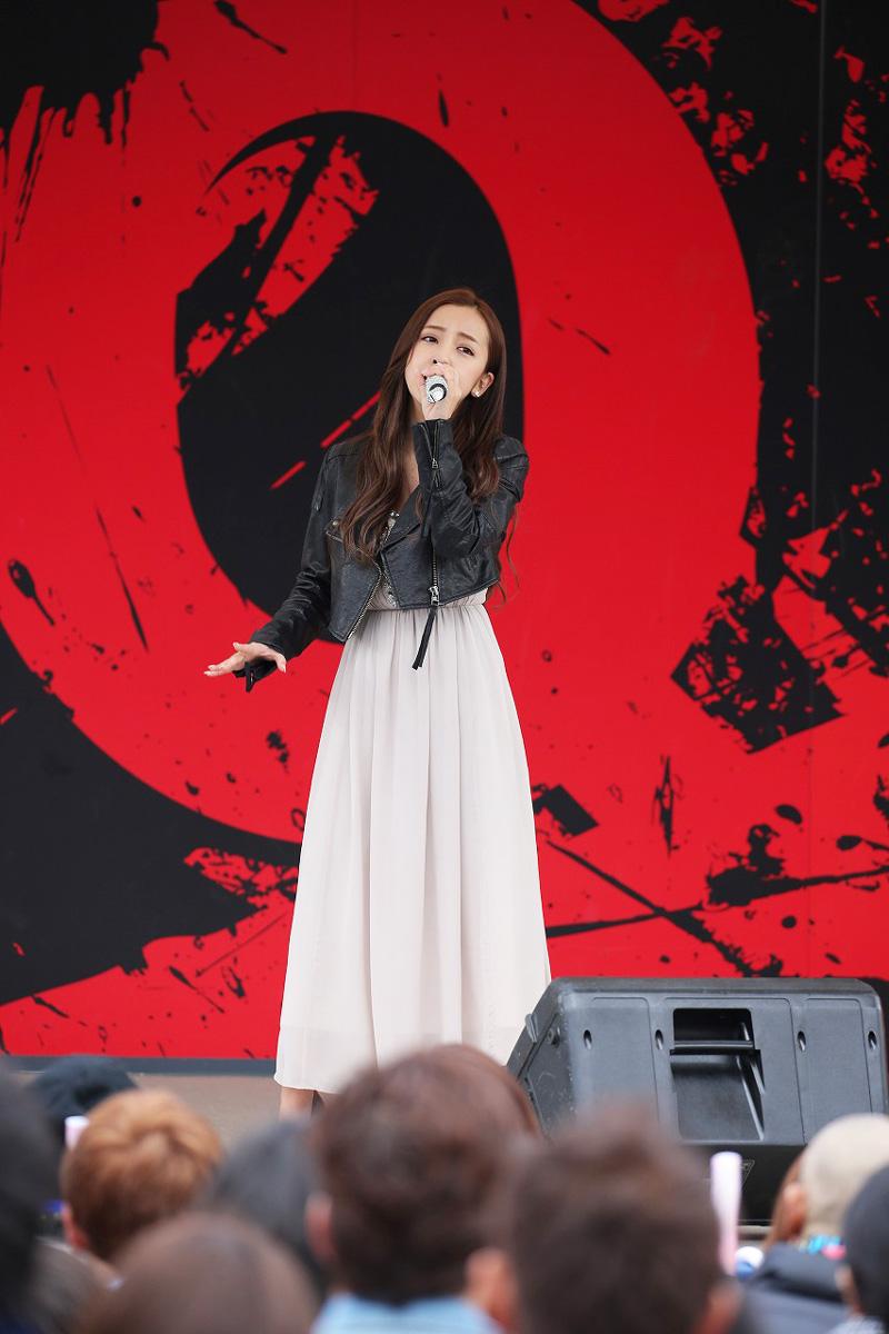 板野友美・映画『のぞきめ』主題歌「HIDE & SEEK」を歌唱 富士急ハイランド