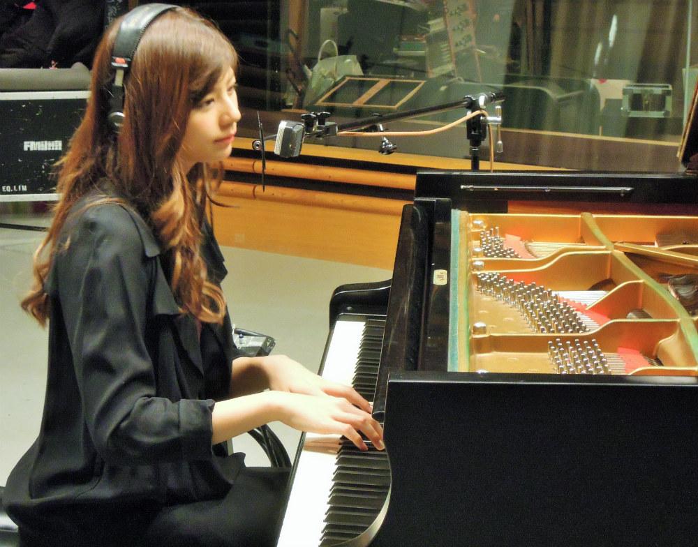 西内まりや・ピアノ弾き語り披露!TOKYO FM