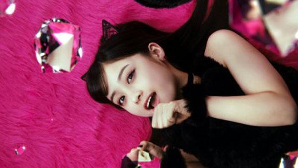 橋本環奈 黒猫 リップベビークレヨンCM