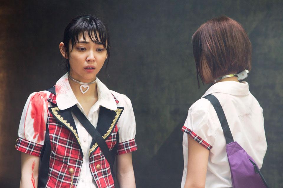 ブロンドヘアーの山谷花純さん