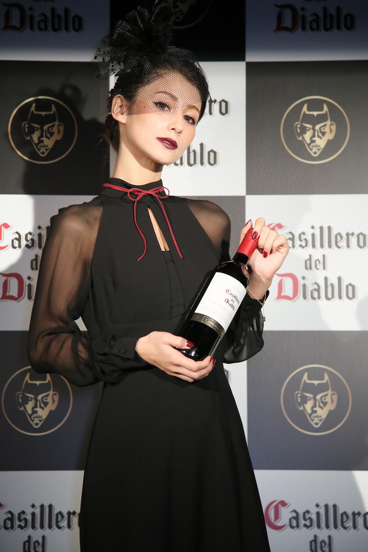 """ダレノガレ明美、""""悪魔が守ったワイン""""「Diablo」アンバサダー"""