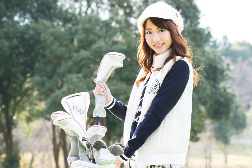 AKB48柏木由紀がゴルフに挑戦