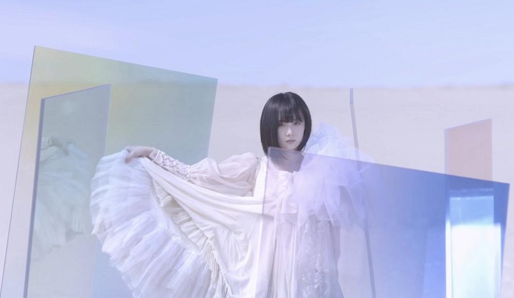 暁月凛・砂丘での幻想的な新アー写 & 新曲『マモリツナグ』MV