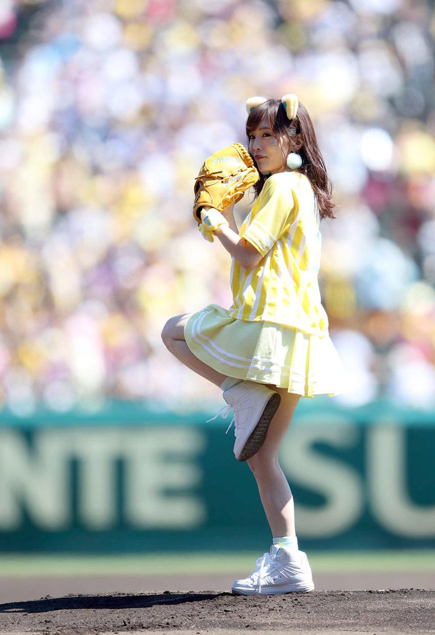 NMB48 山本彩・阪神タイガースのガールズフェスタ「TORACO DAY」の始球式