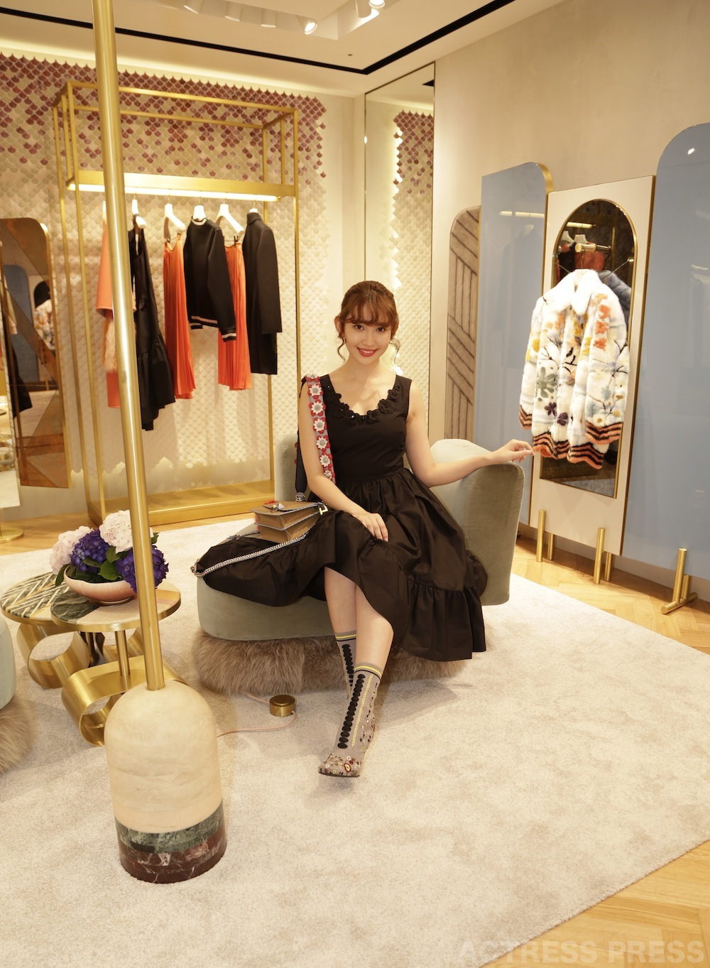 小嶋陽菜、フェンディ 表参道店のオープニングイベント THE HAPPY ROOM