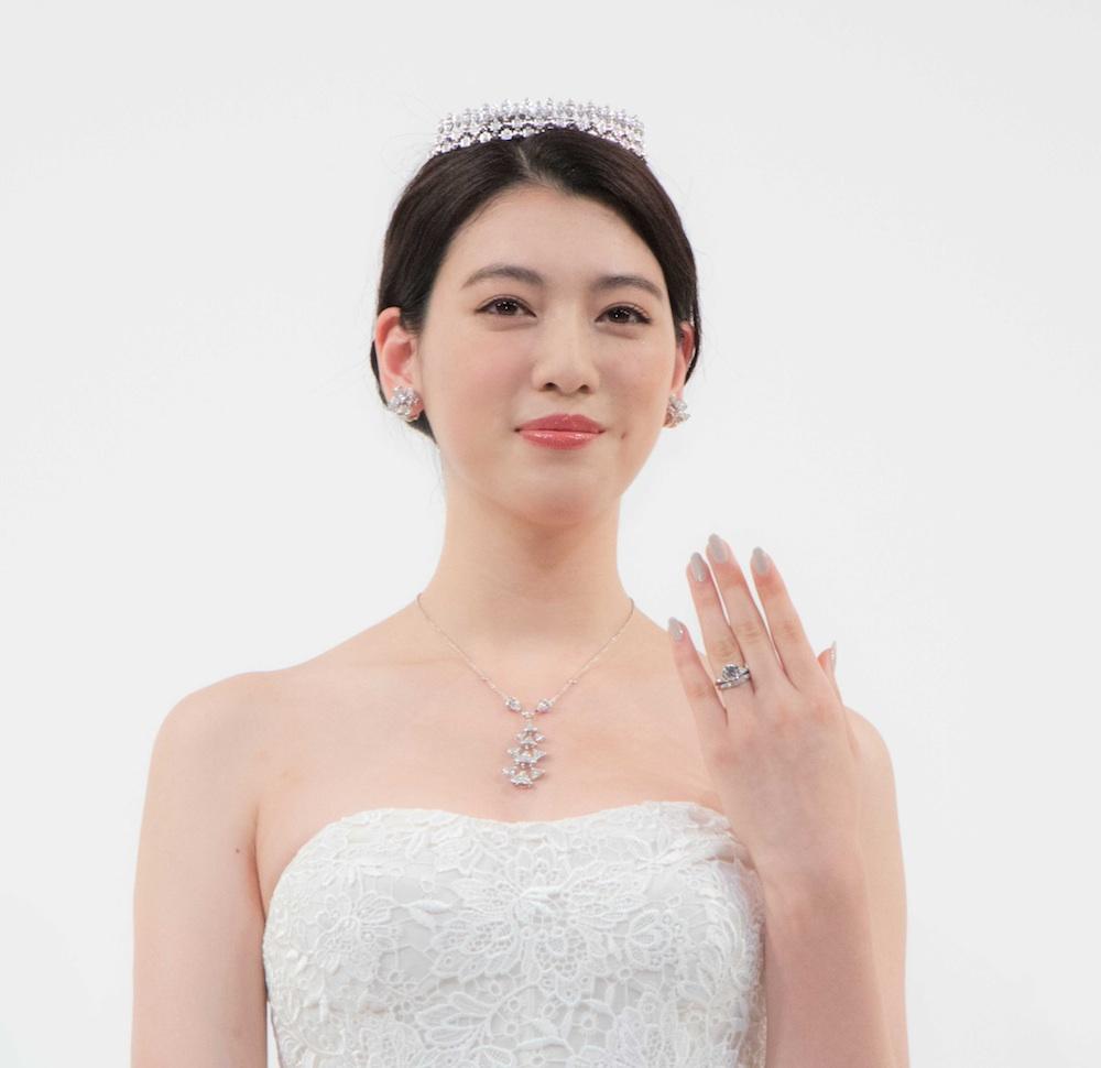 三吉彩花・ウエディングドレス姿