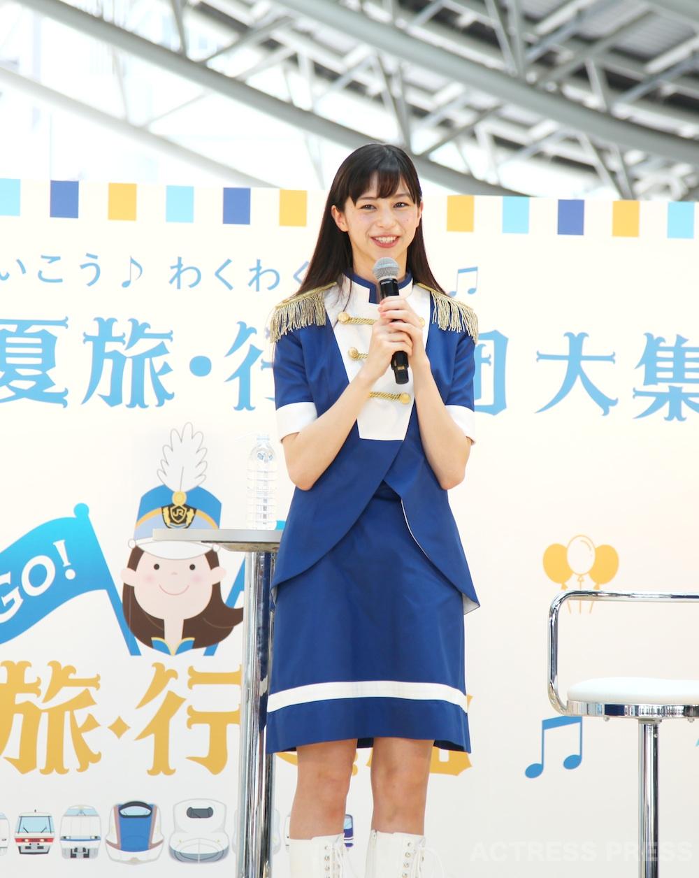 中条あやみ、マーチング衣装で「夏旅」を語る!「GO!GO!夏旅・行進曲」