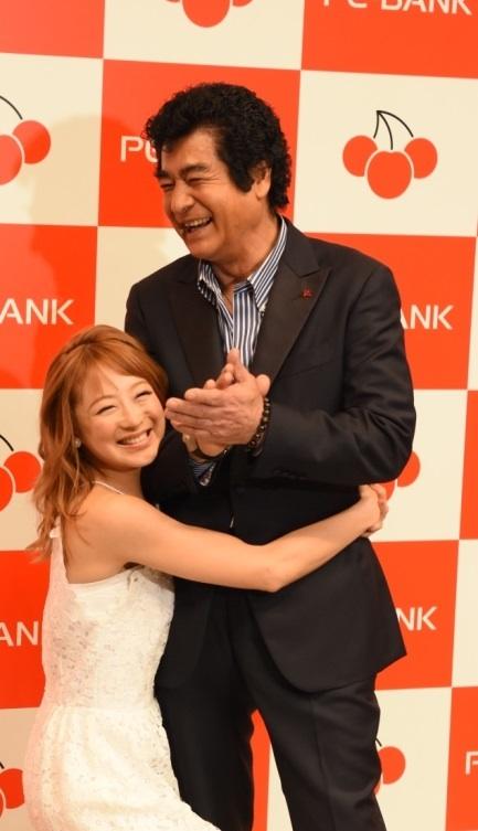 鈴木奈々・藤岡弘・ワークスタイルリフォーム ビフォー・アフター大賞の授賞式