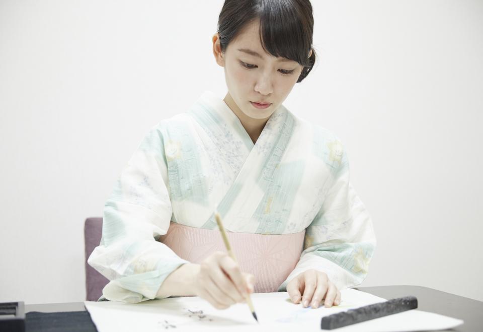 吉岡里帆、書道八段の達筆を披露! 綾鷹にごりほのか暑中見舞い