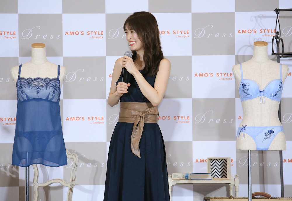 泉里香、AMO'S STYLE by Triumph『Dress(ドレス)』