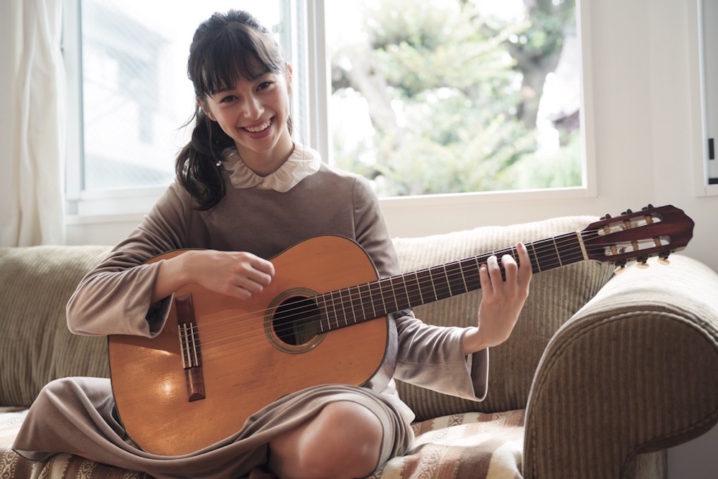 中条あやみ ギター