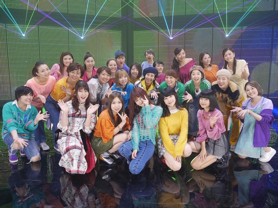 """Little Glee Monster(リトグリ)、""""生歌""""×""""光&ガラス""""の世界初の試み『OVER』MV"""