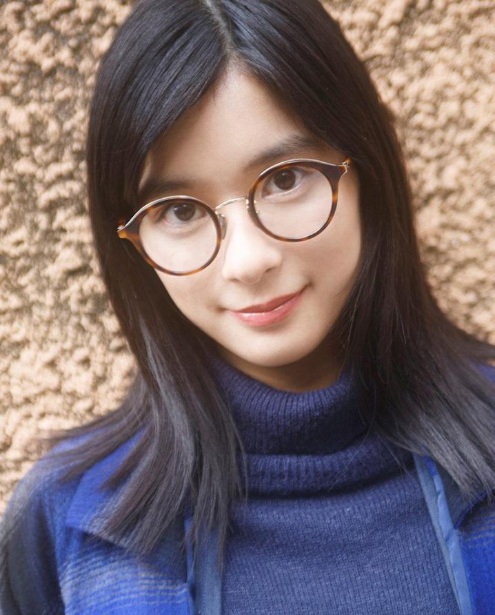 芳根京子、「ビジョメガネ」でメガネ顔を披露