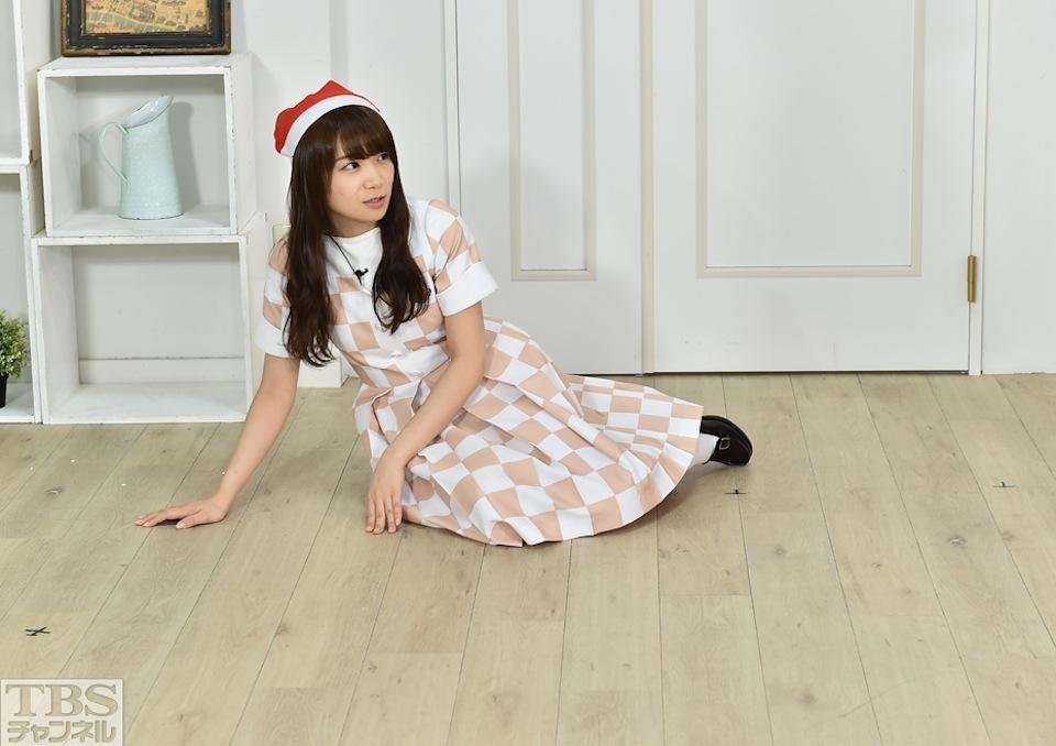 秋元真夏(乃木坂46)、クリスマスイブにセクシーポーズ!『乃木坂46えいご(のぎえいご)』
