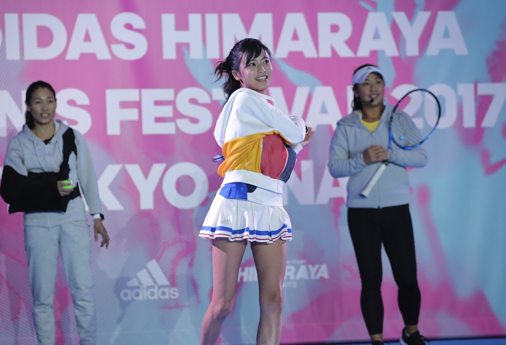 小島瑠璃子、テニスウェア姿でプロ選手とラリーチャレンジ!ADIDAS HIMARAYA TENNIS FESTIVAL 2017 TOKYO