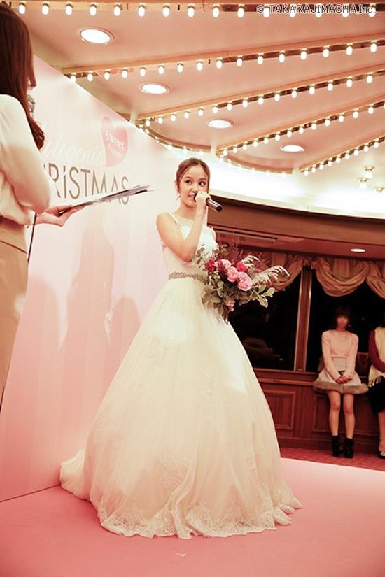 姫野佐和子が、 「エスクリ」のウェディングドレス姿