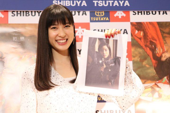 土屋太鳳、女優デビュー10周年記念写真集「初戀。」発売記念イベント