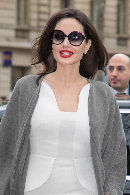 アンジェリーナ・ジョリー、ショーメ を身に着けてパリ・ファッション ウィークを訪問