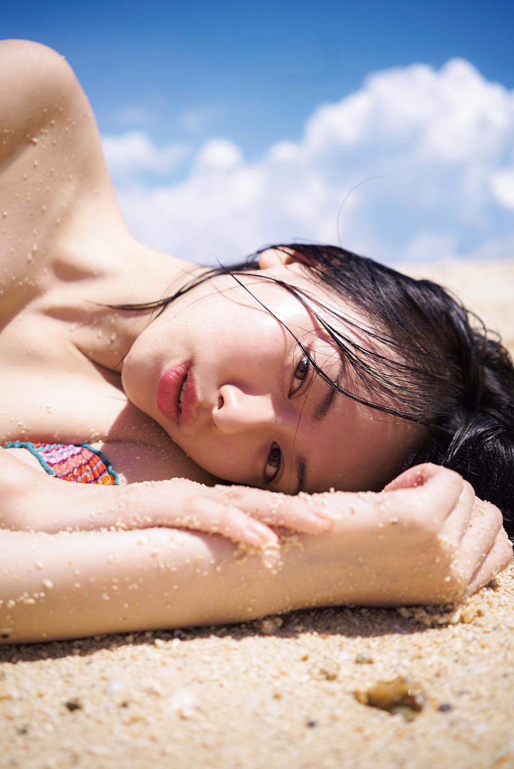 山本舞香、20 歳を記念した初写真集「サニー/ムーン」