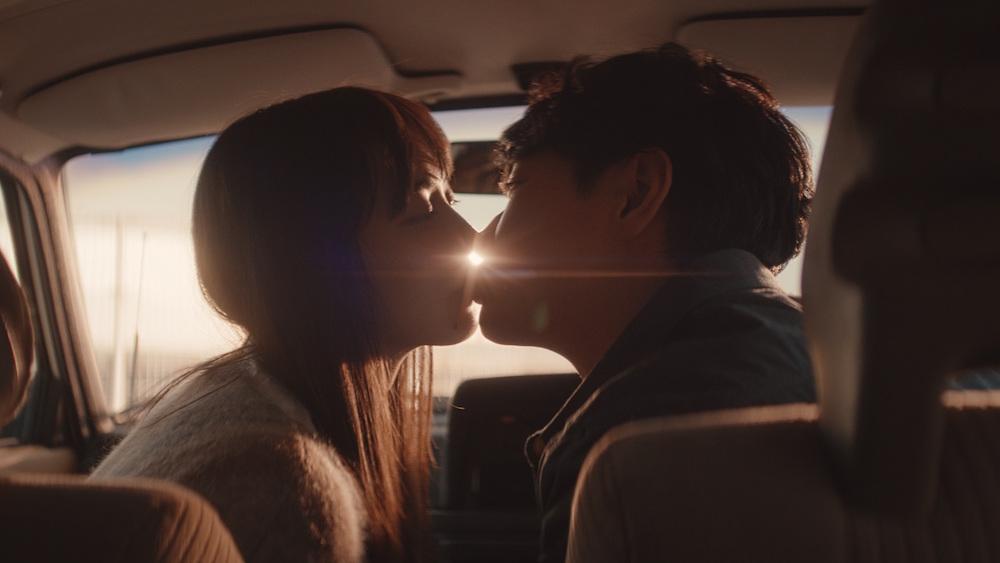 """井桁弘恵、細田善彦と""""ただ愛してる""""の気持ちを幸せのキスで表現!【ゼクシィ】CM"""