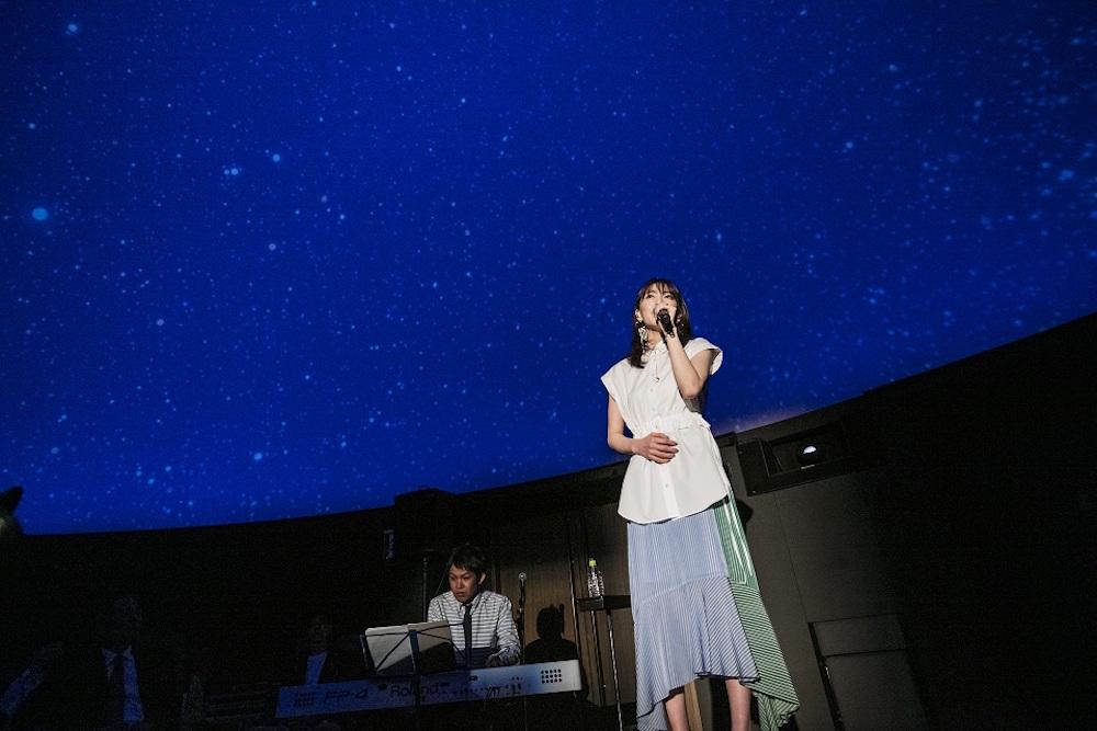 JY(知英)、プラネタリウムで「星が降る前に」発売記念スペシャルイベント