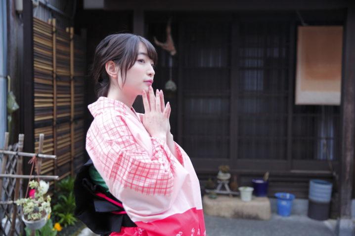 地元・富山で撮影! 人気声優・上田麗奈のセルフプロデュース写真集「くちなし」